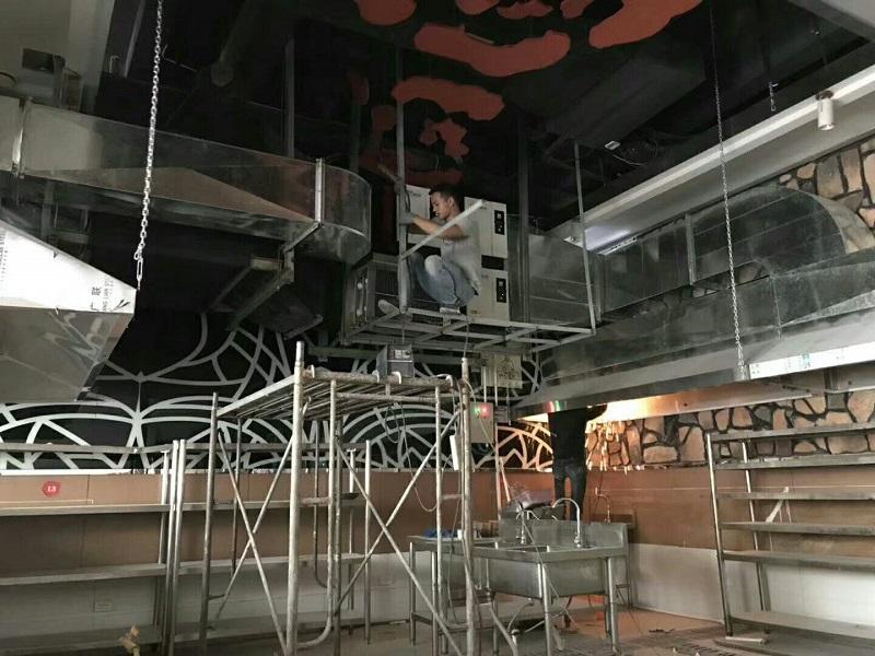 佛山某餐廳油煙凈化器室內安裝中.jpg